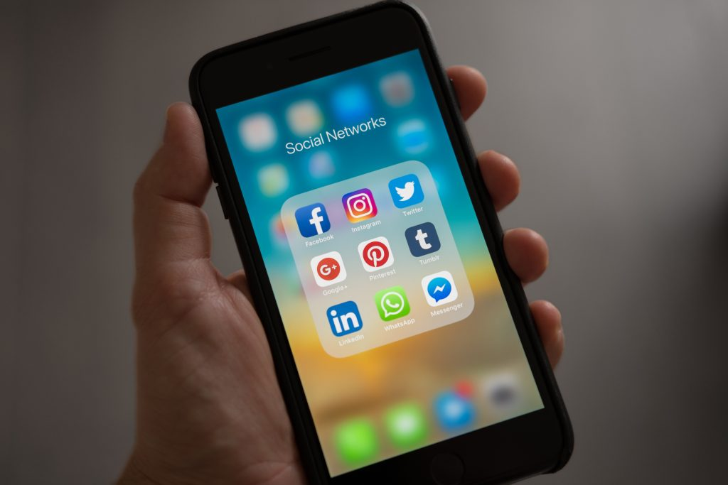 Mobile Social Network Use